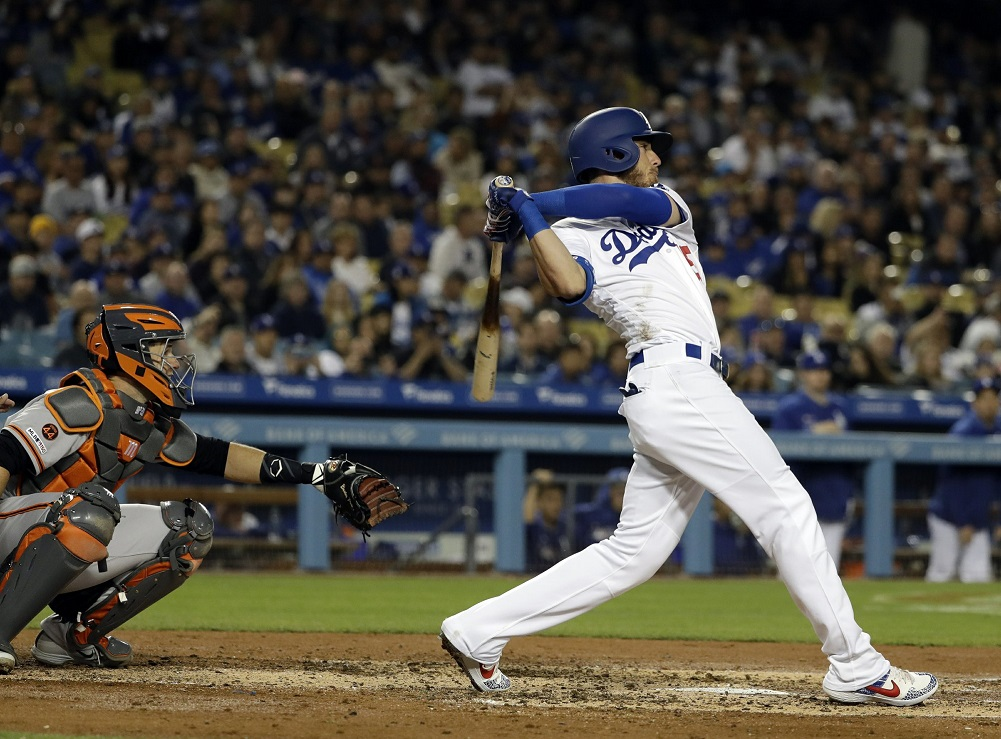 Dodgers survive messy 9th to edge Giants