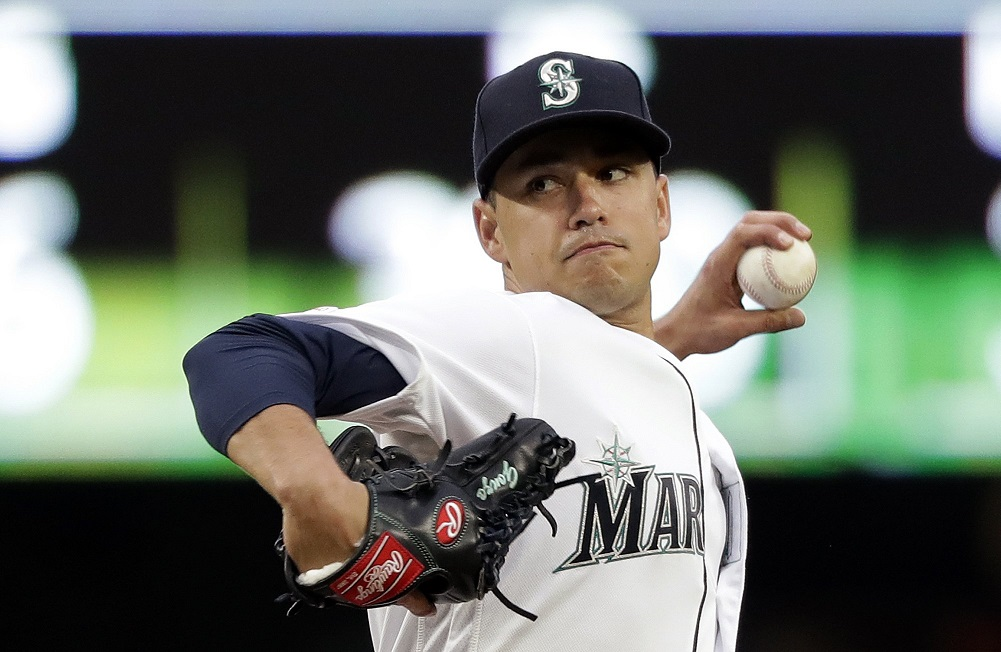 Gonzales improves to 5-0, Mariners beat Rangers