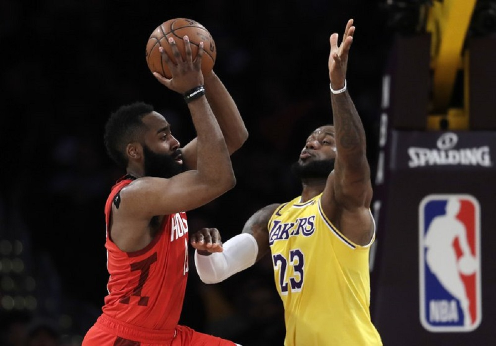 LeBron rallies Lakers to victory over Rockets