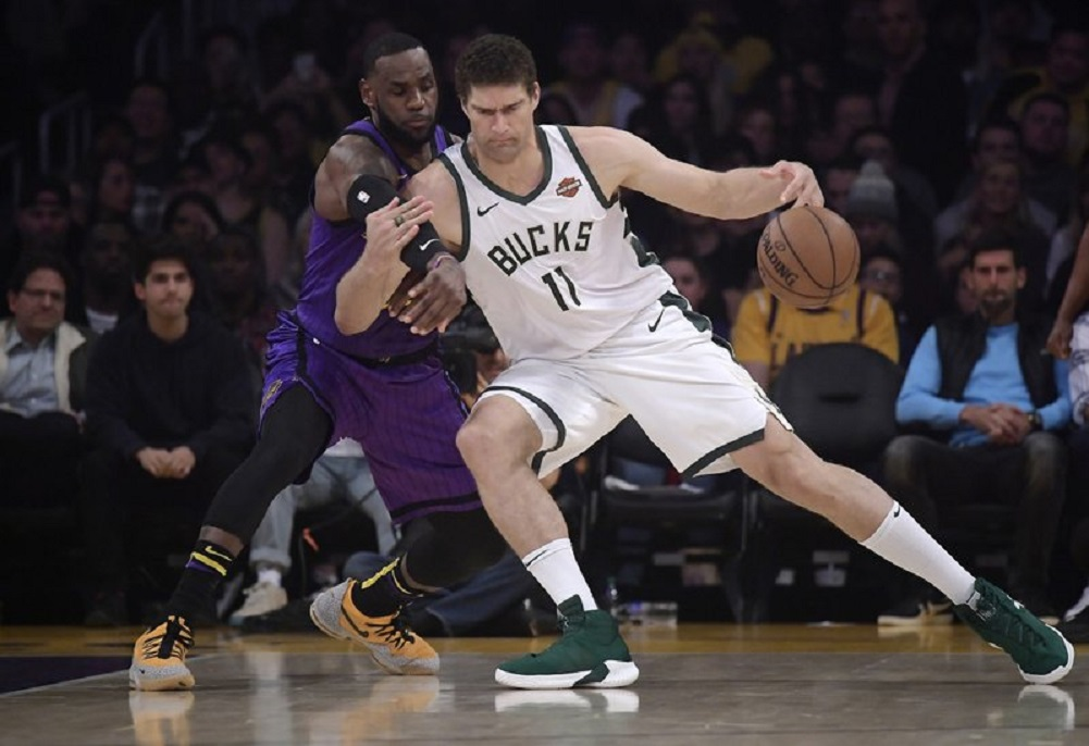 Bucks outlast Lakers for 8th straight win