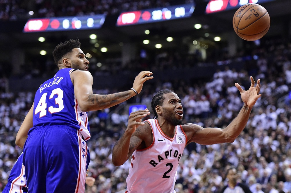 Leonard scores 21, Raptors rout 76ers to win Game 5