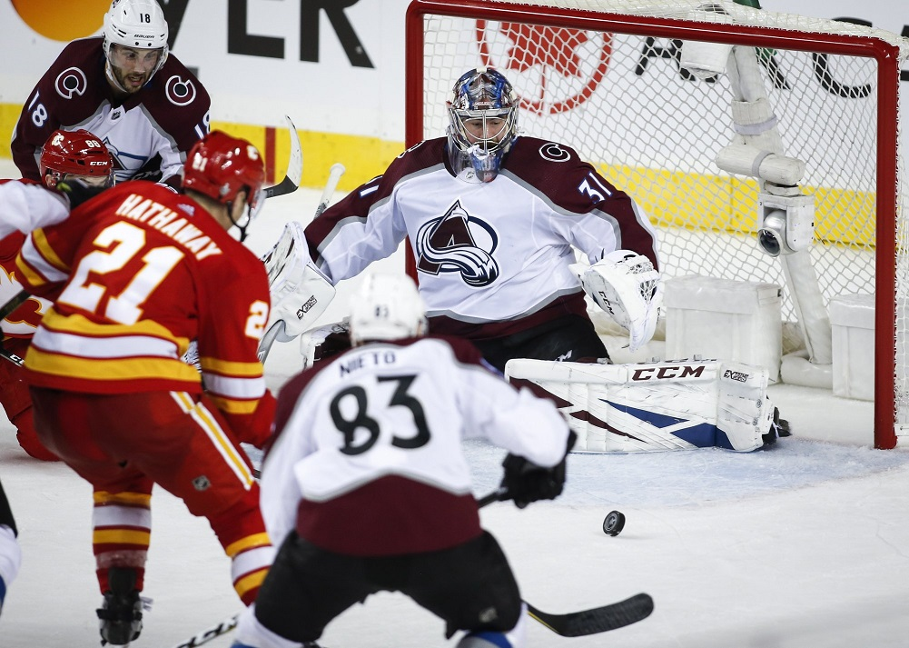 Tkachuk, Smith lift Flames over Avalanche