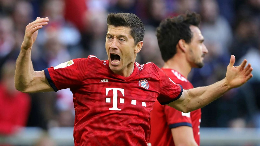 Lewandowski double leads Der Klassiker demolition