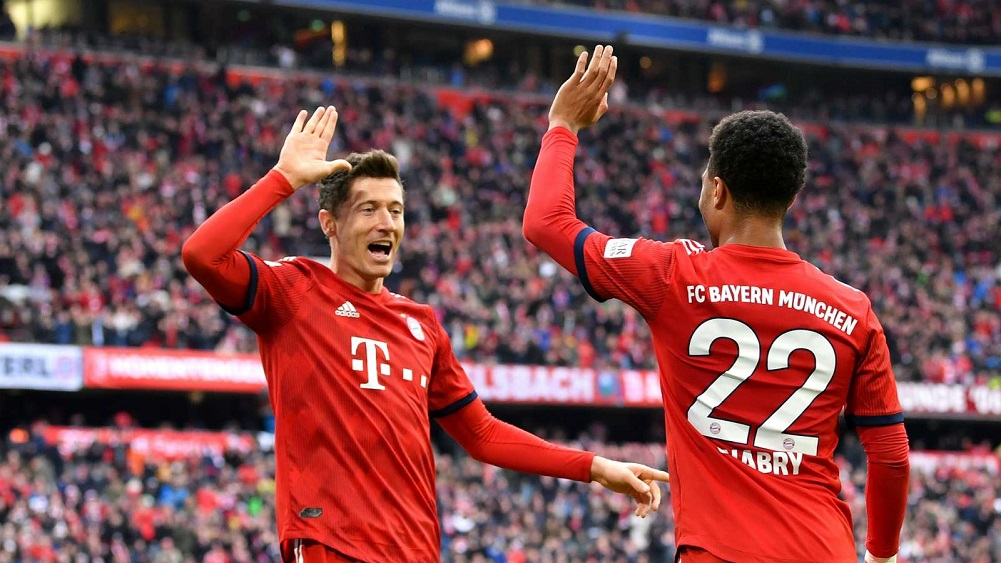 Lewandowski breaks Bundesliga record as champions go top