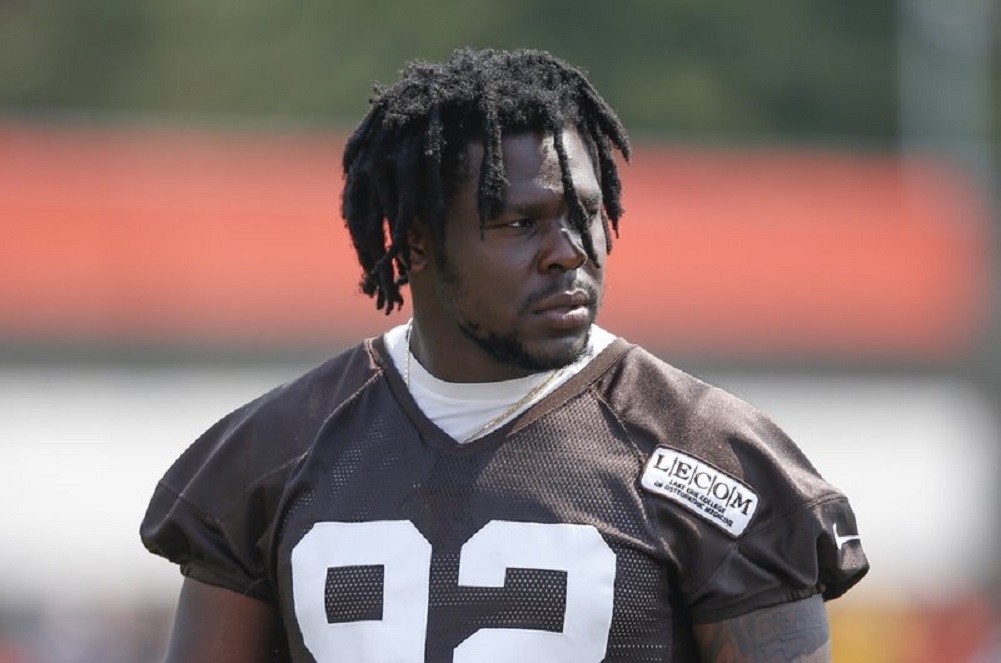 Browns' Chad Thomas hurts neck in practice, goes to hospital