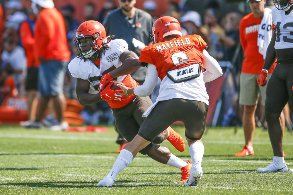 Browns' Kareem Hunt promises to 'lay low' after bar argument