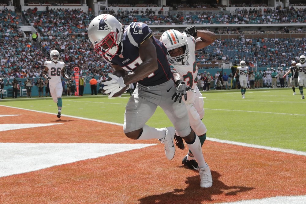 Newcomer Brown scores as Patriots beat Dolphin
