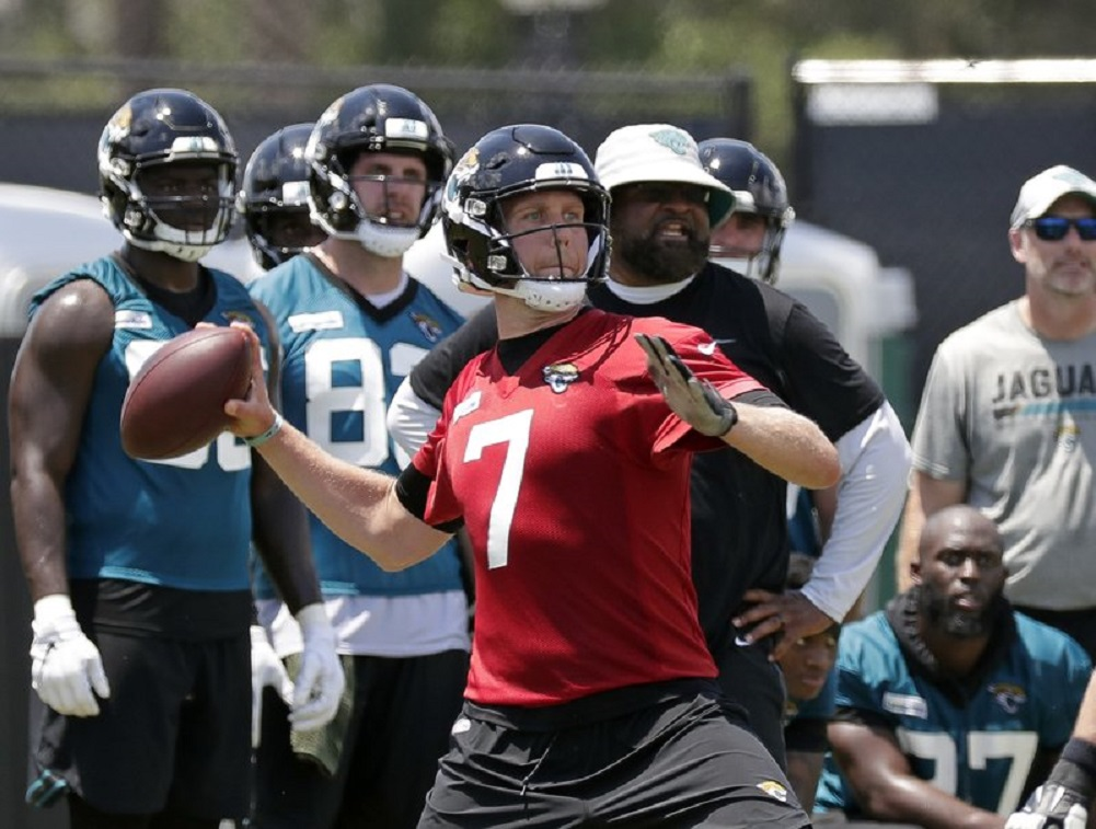 QB Nick Foles rejoins Jaguars after wife's miscarriage