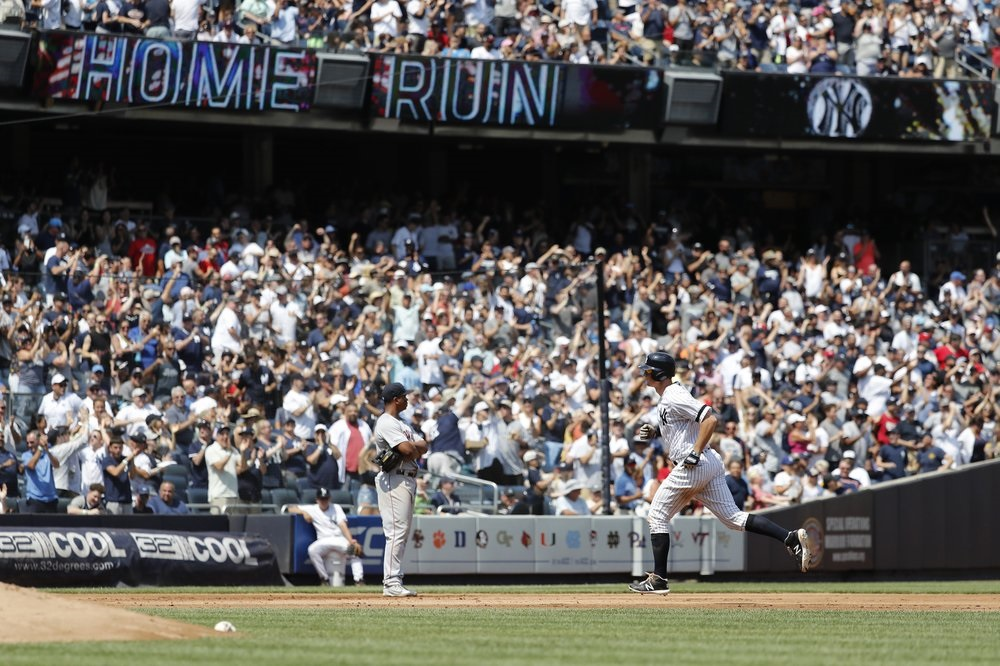 LeMahieu's 2 HRs lead Yanks, extend Red Sox slide to 6