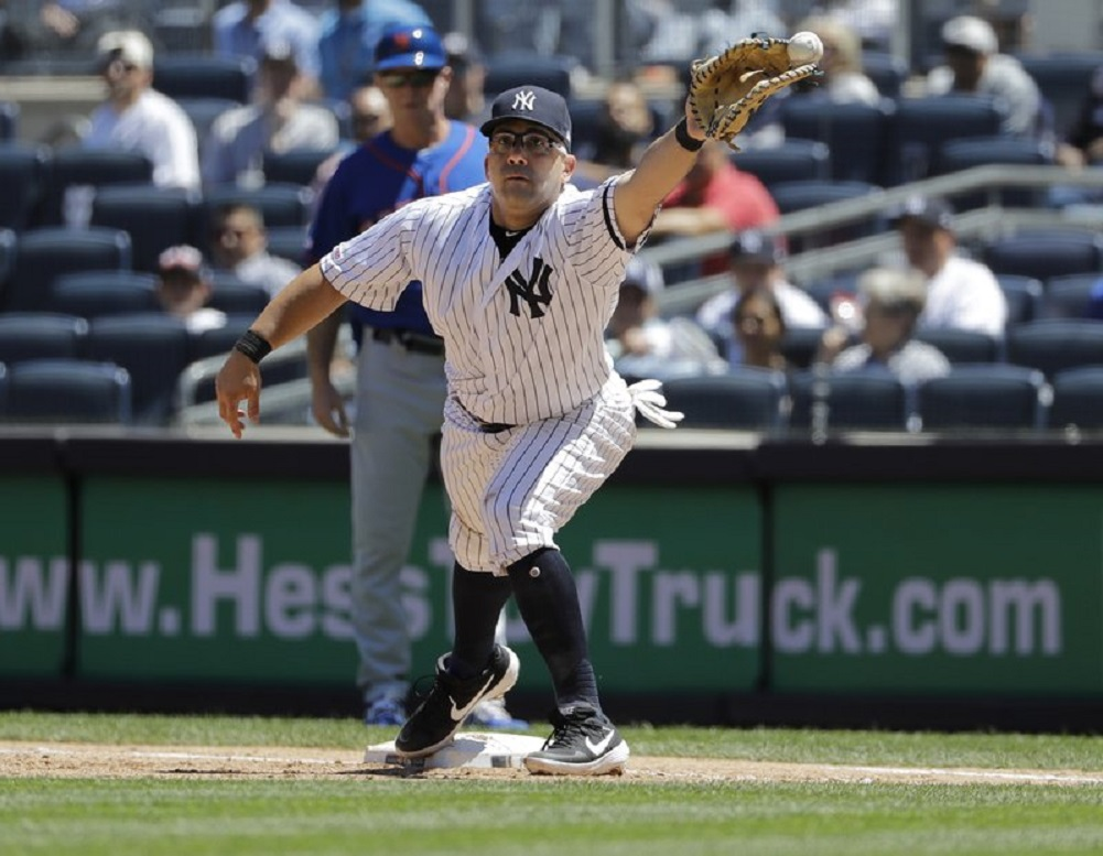 Yankees place Morales on IL with calf strain