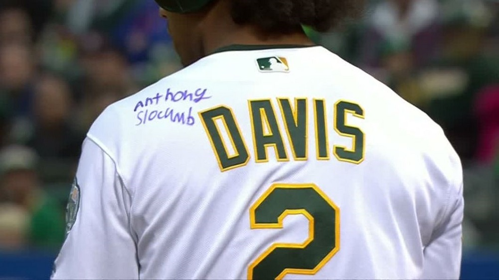 online retailer be5d0 d7921 Davis hits HR in jersey inked by Make-A-Wish kid