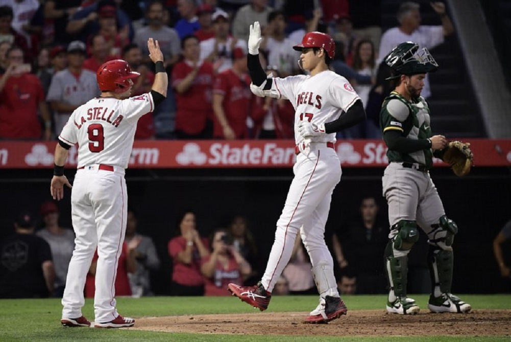 Ohtani, Calhoun help Angels win 4th straight, over A's