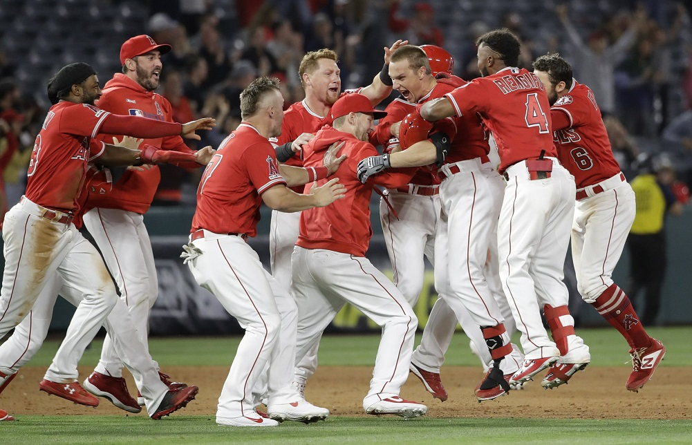 Garneau's double in 9th gives Angels win over A's