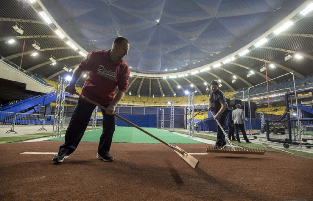 Baseball union: Player approval needed to play in Montreal
