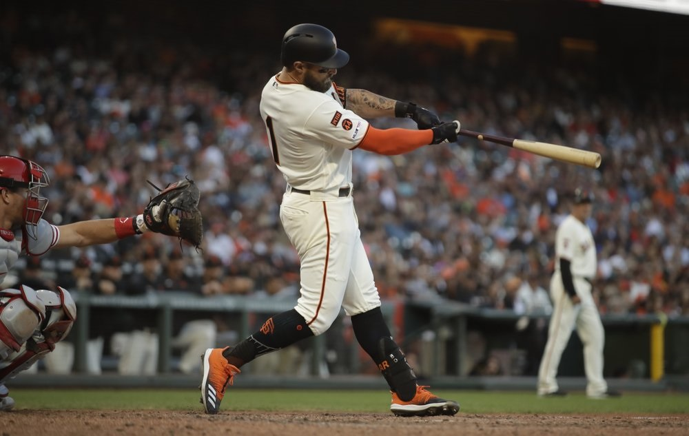 Giants score 3 in eighth inning, rally past Phillies