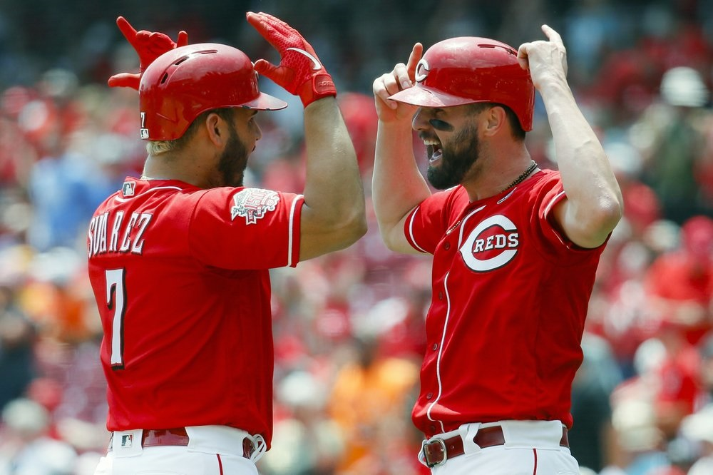 Reds beat Pirates, both teams behave day after brawl