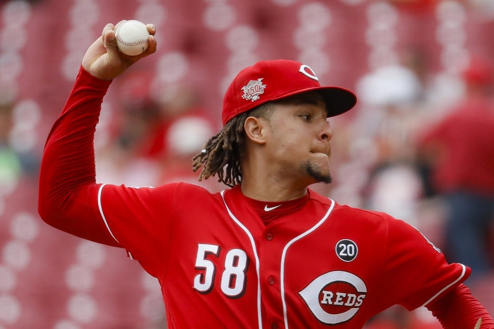 Castillo rebounds as Reds beat Padres to win series