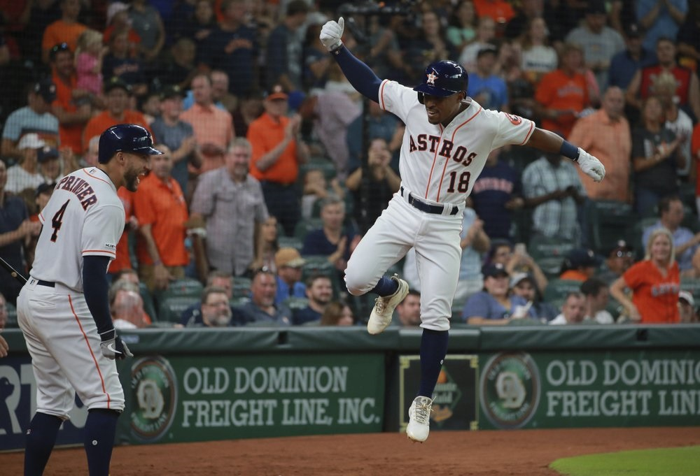 Urquidy dominates struggling Rangers in Astros' win