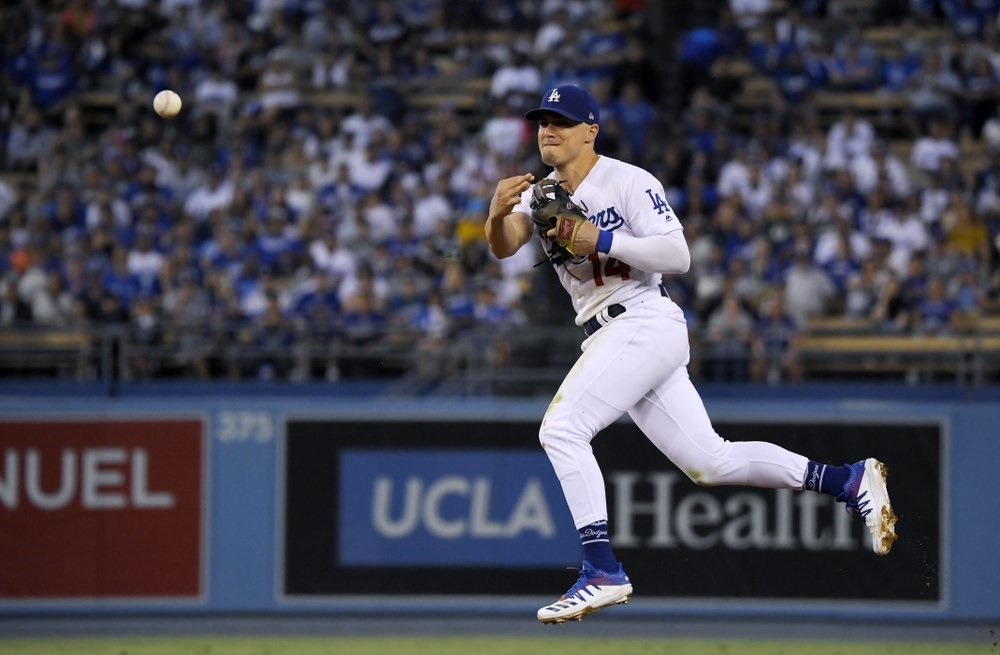 Hernandez single in 9th lifts Dodgers over Blue Jays