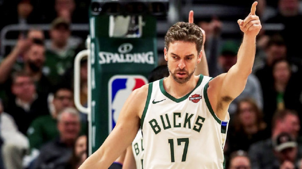 Pau Gasol has foot surgery, out for playoffs