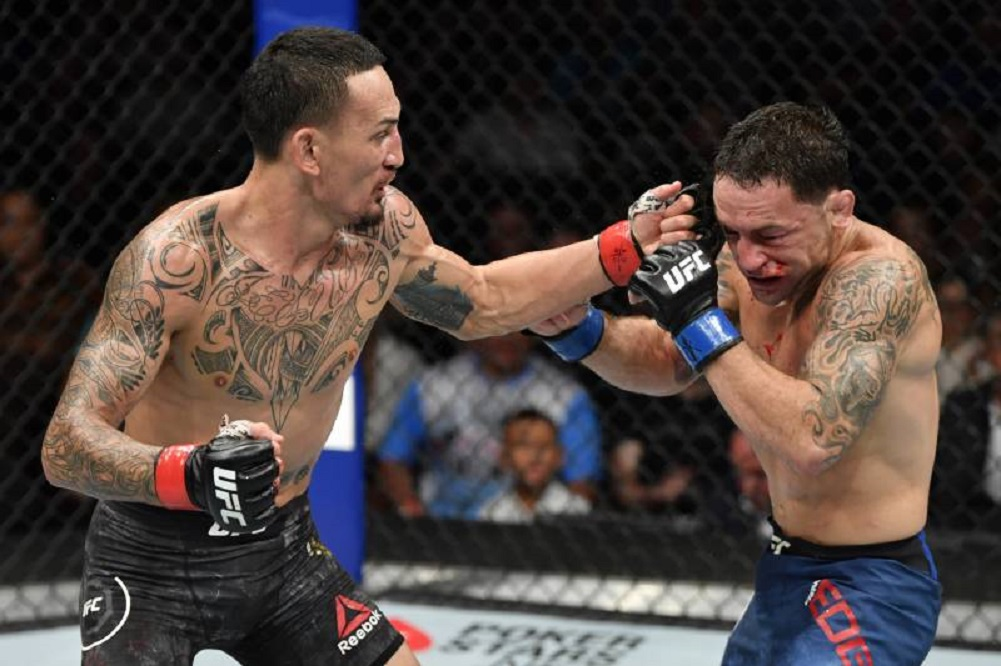Holloway beats Edgar, defends featherweight title