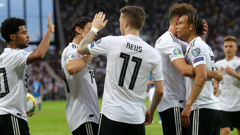 Reus, Gnabry lead with doubles in crushing win