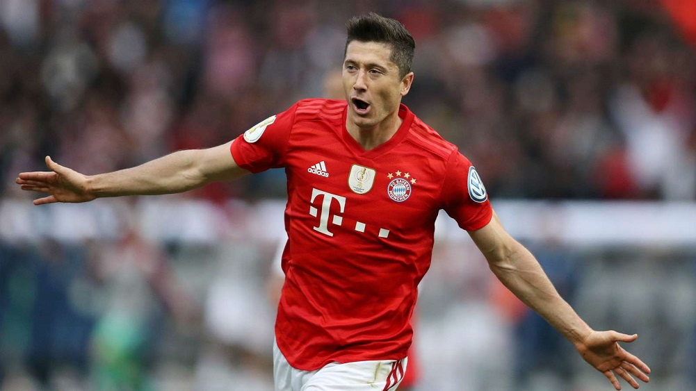 Lewandowski's brace helps secure domestic double