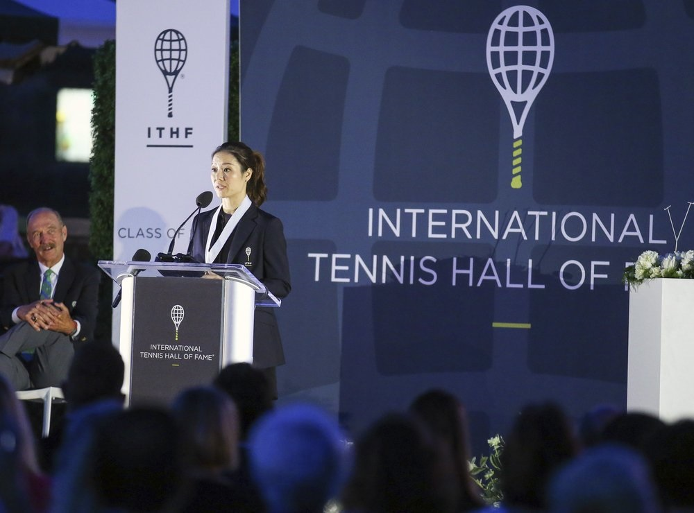 Li Na sets new mark: first Asian-born player in Tennis Hall