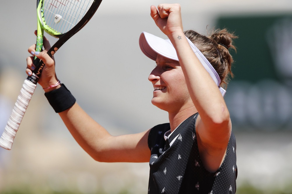 Teen Vondrousova into French quarters without losing a set