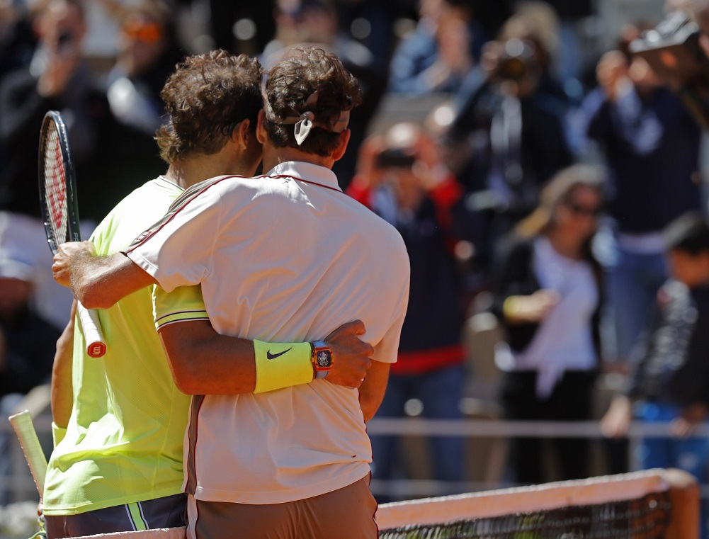 Federer can't handle wind or Nadal in 3-set French Open loss