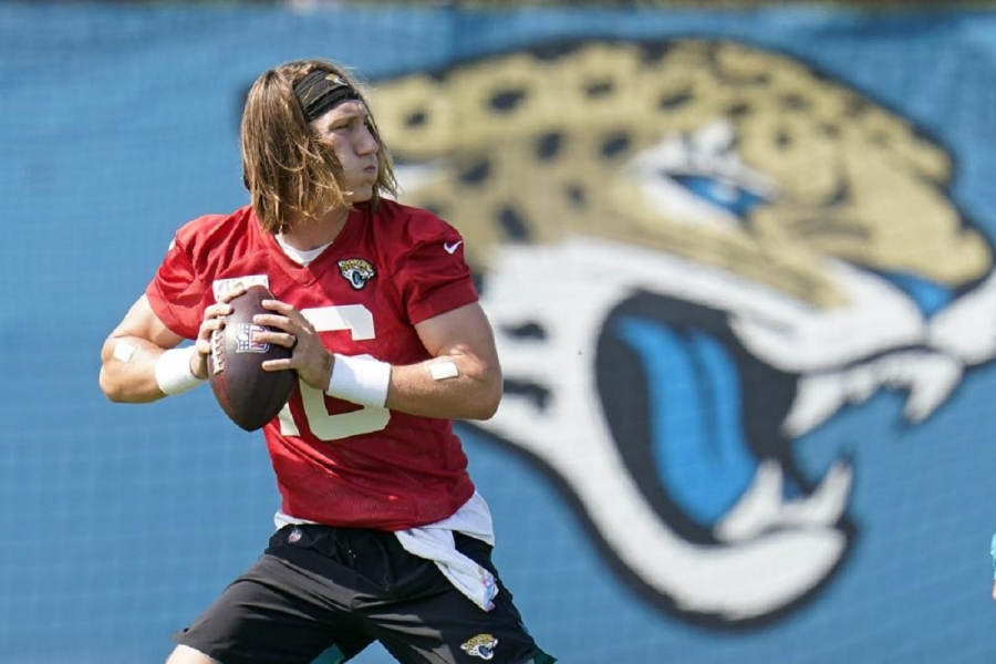 QB Trevor Lawrence signs .8M rookie contract with Jags