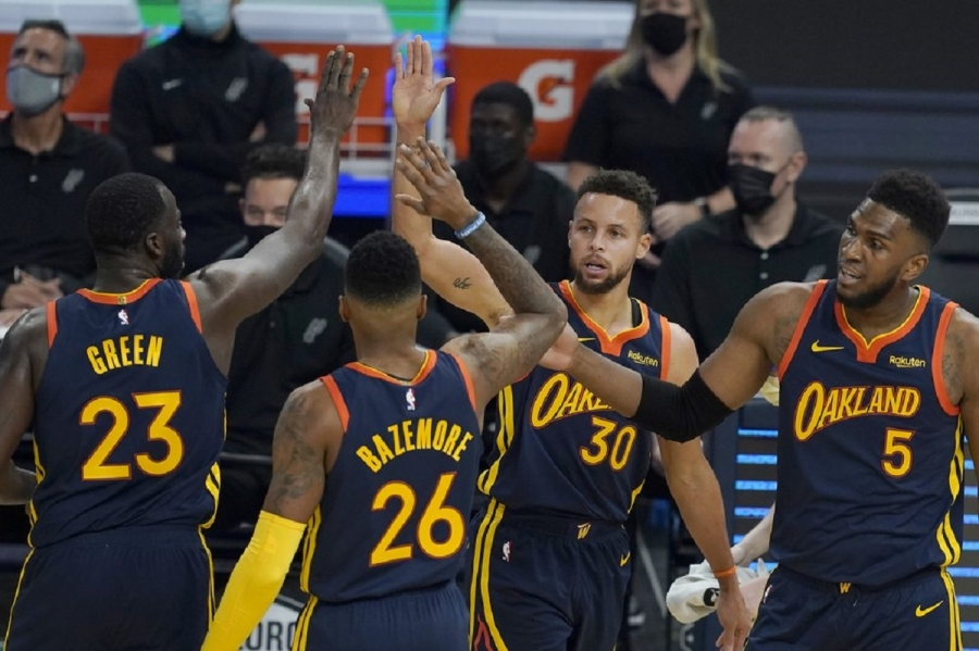 San Antonio Spurs v Golden State Warriors: Curry, Warriors honor VP Kamala Harris in win over Spurs
