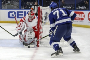 Detroit Red Wings v Tampa Bay Lightning: Reds Wings score 3 in 2nd, end losing streak in Tampa