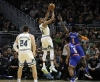 Giannis goes for 29 and 15 as Bucks blow out Knicks