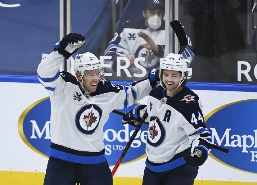 Winnipeg Jets v Toronto Maple Leafs: Jets beat North-leading Leafs in opener of 3-game set