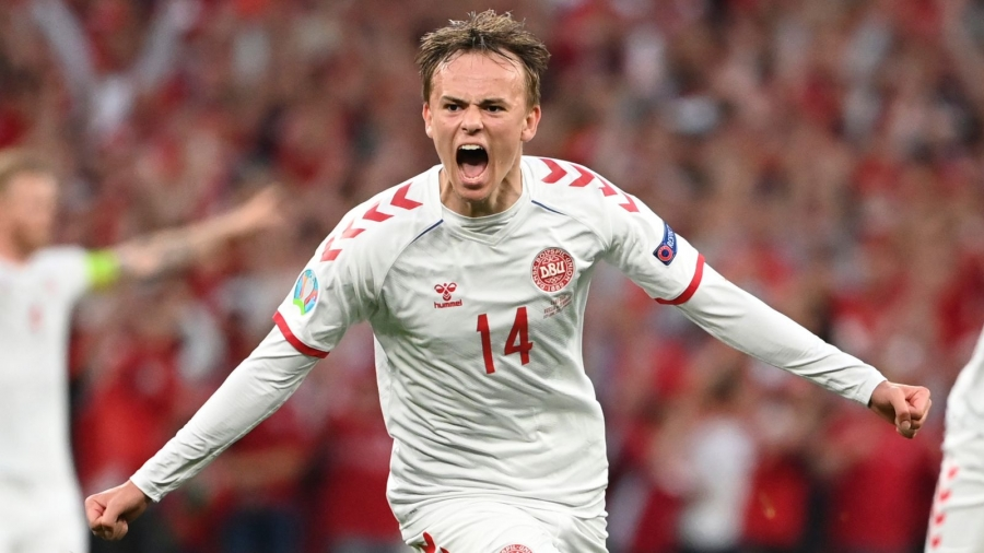 Russia v Denmark: Wonder goal from Mikkel Damsgaard and Belgium's win over Finland help Danes into last 16 of Euro 2020