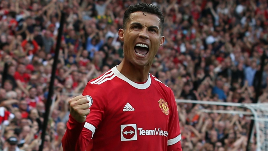 Man Utd v Newcastle: Cristiano Ronaldo scores twice on Old Trafford return to take his team top of the table
