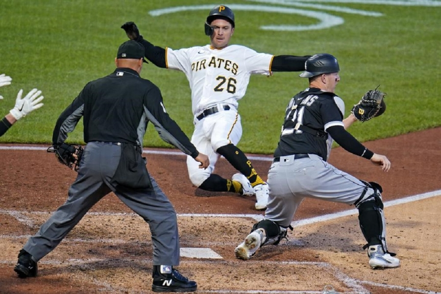 Chicago White Sox v Pittsburgh Pirates: Pirates rally for win over skidding White Sox