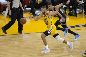 Sacramento Kings v Golden State Warriors: Curry sets NBA record for 3-pointers in a month with 85