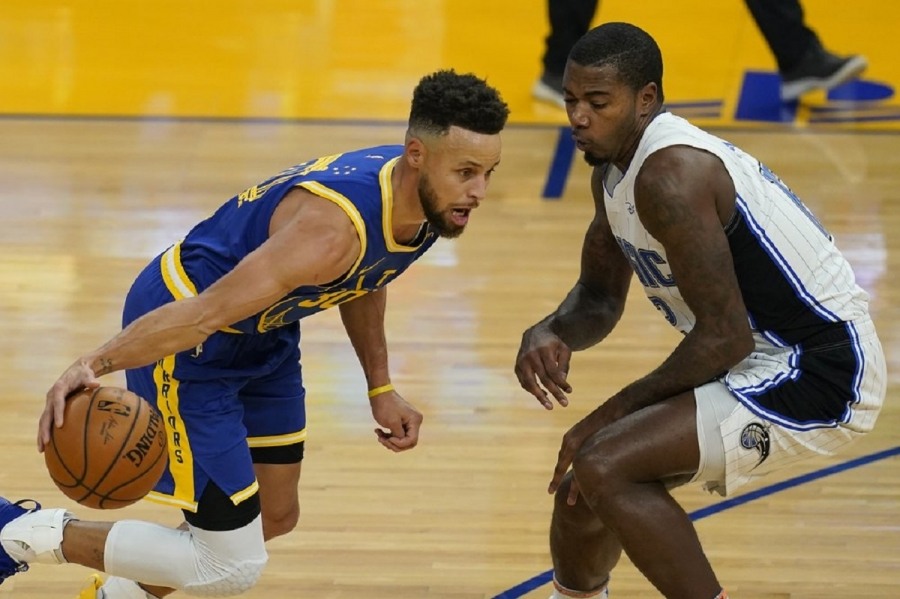 Orlando Magic v Golden State Warrior: Curry goes off again with 10 3s as Warriors hold off Magic