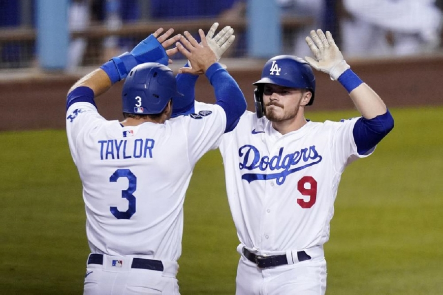 Seattle Mariners v Los Angeles Dodgers: Lux's 3-run homer in 8th rallies Dodgers past Mariners
