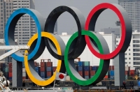 The giant Olympic rings, which are being temporarily removed for maintenance, are seen behind Japan's national flag, amid the coronavirus disease (COVID-19) outbreak, at the waterfront area at Odaiba Marine Park in Tokyo, Japan August 6, 2020.