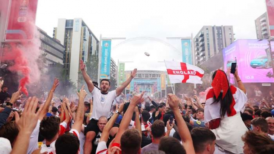 FA vows to ban fans that stormed Wembley