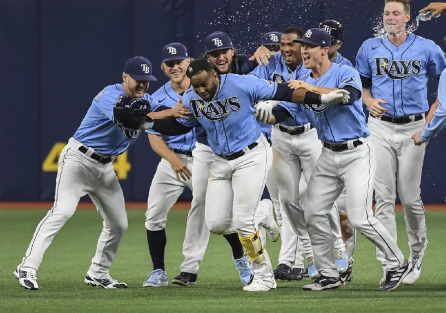 Cleveland Indians v Tampa Bay Rays: Lowe hits slam, Rays rally with 2 in 9th to beat Indians