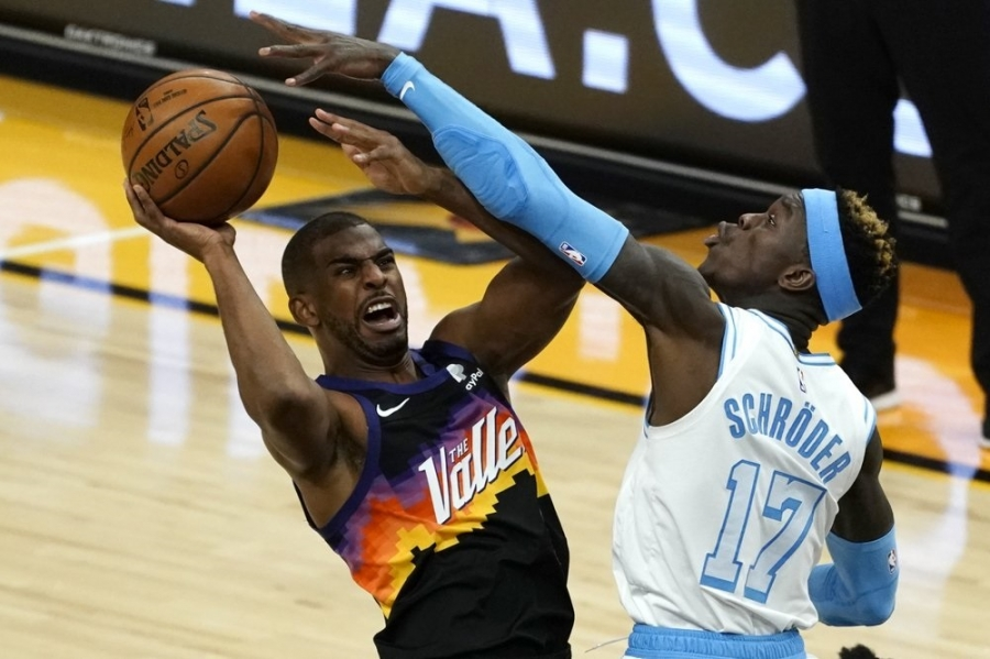 Los Angeles Lakers v Phoenix Suns: Suns roll past LeBron-less Lakers for win