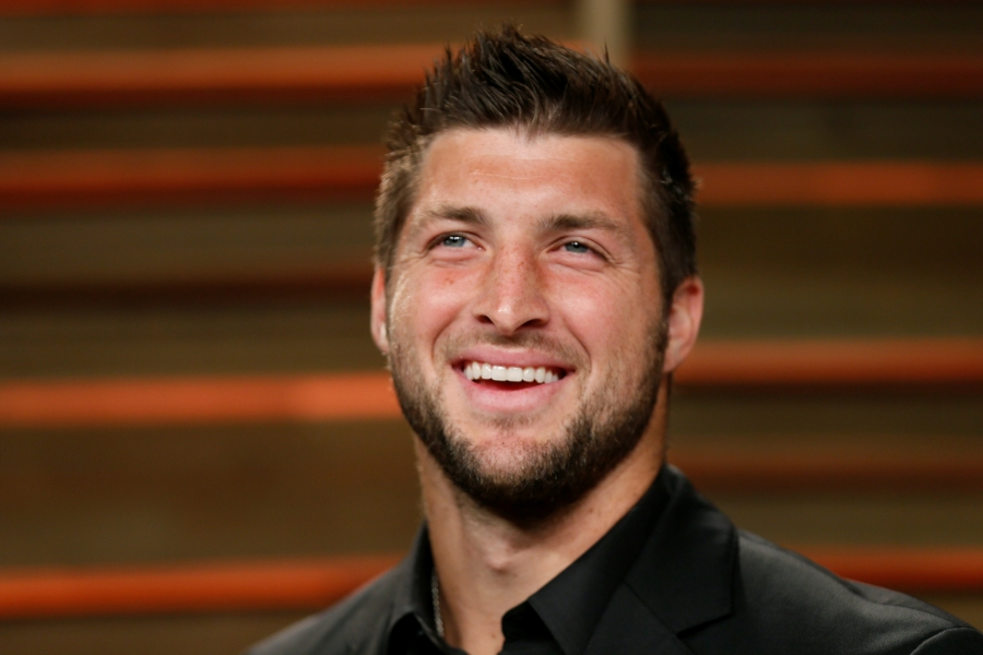 Tebow makes NFL comeback, signs with Jaguars as tight end