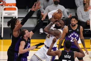 Toronto Raptors v Los Angeles Lakers:  Lowry leads depleted Raptors past Lakers; LeBron exits early