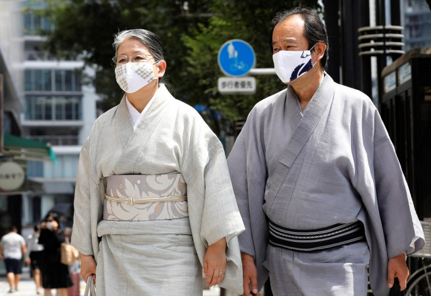 People in the traditional costume kimonos, wear protective masks as they make their way at a shopping district in the hot weather, amid the coronavirus disease (COVID-19) pandemic in Tokyo, Japan August 18, 2020.
