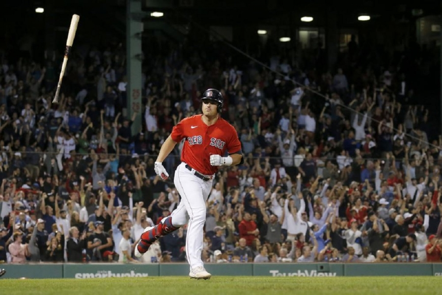 Cleveland Indians v Boston Red Sox: Schwarber, Red Sox beat Indians for 3rd straight win