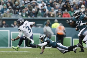 Penny runs for 129 yards, Seahawks beat Eagles